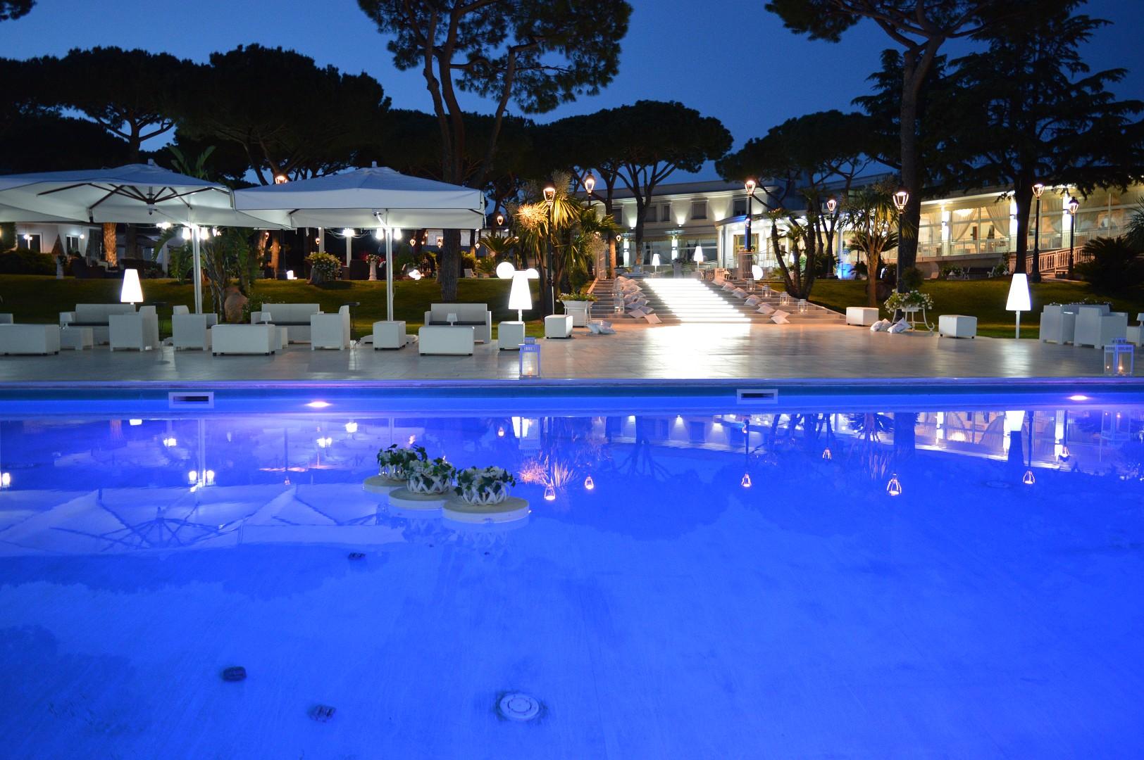 Royal vesuvio ristorante con piscina napoli location con for Piscina z
